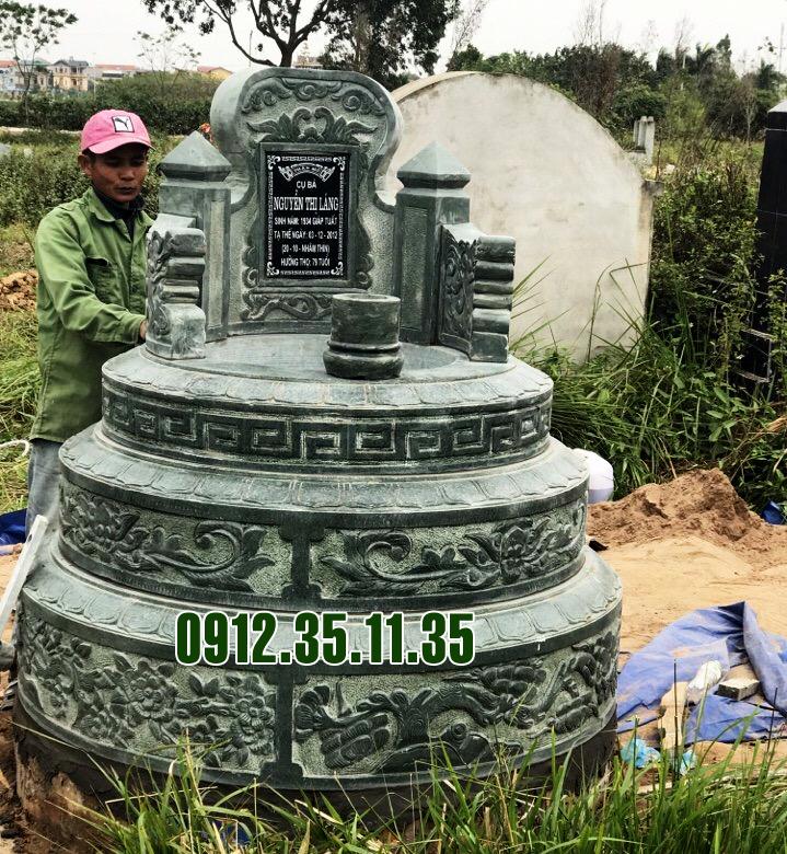 mộ tròn làm bằng đá xanh rêu